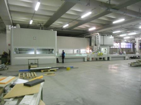 Lackierroboter mit Hochtrockner und UV Polymerisation (1)