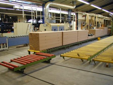 Produktionsanlage-für-Türen-Zierbekleidungen (1)