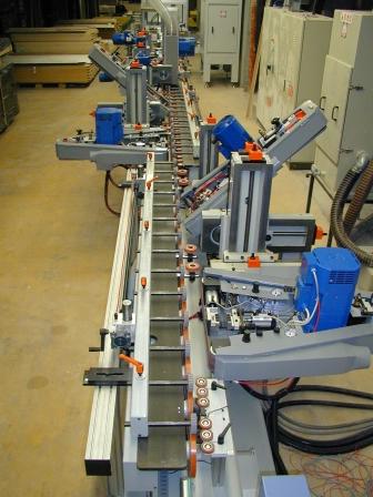 Produktionsanlage für Türen- Zierbekleidungen (3)
