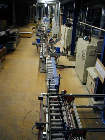 Produktionsanlage für Türen- Zierbekleidungen (4)