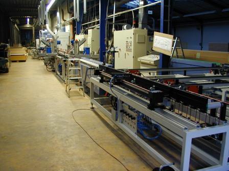 Produktionsanlage-für-Türen-Zierbekleidungen (5)
