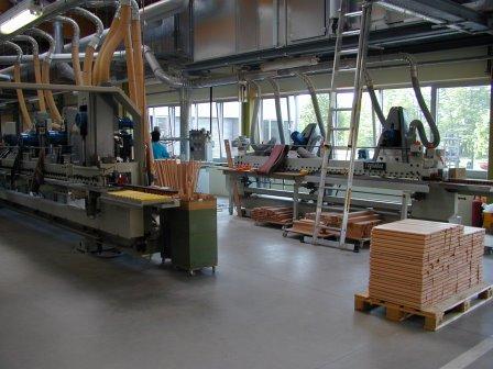 Schubkasten-Massivholz-Fräs-Schleif-Beschichtungsanlage (3)